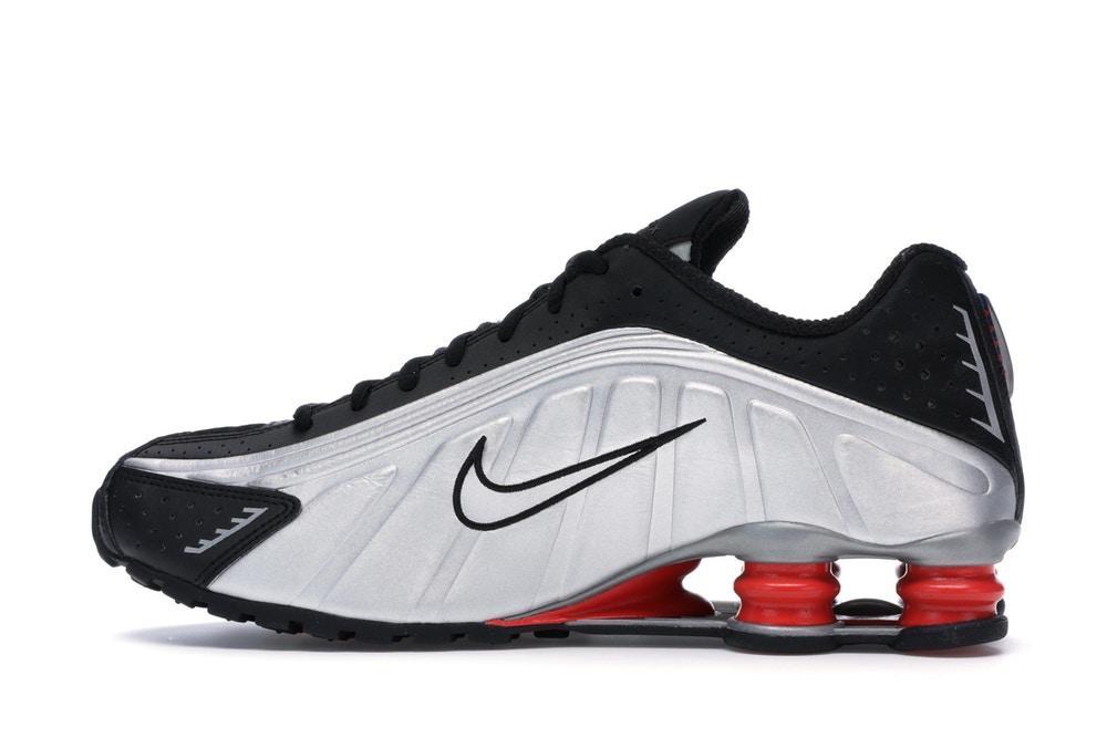 Nike SHOX R4 colore nero e grigio con ammortizzatori rossi