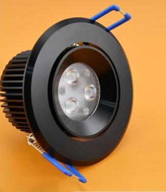 Faretto da incasso con LED a luce Bianca Fredda e potenza di 8 Watt.